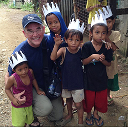 Steve with Filipino children